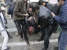 מהומות אלימות באירן (צילום: AP)