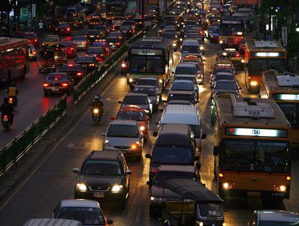 פקק תנועה בבנגקוק (צילום: Paula Bronstein, GettyImages IL)