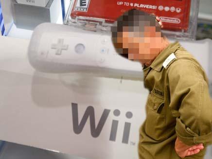 """מבוכה בצה""""ל. """"גנבתי Wii"""" (צילום: AP)"""
