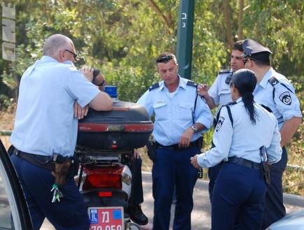 רק שוטר אחד הגיע כדי לטפל במהומות (שי לוי) (צילום: מערכת ONE)