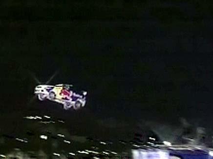 רכב עף באוויר (צילום: חדשות 2)
