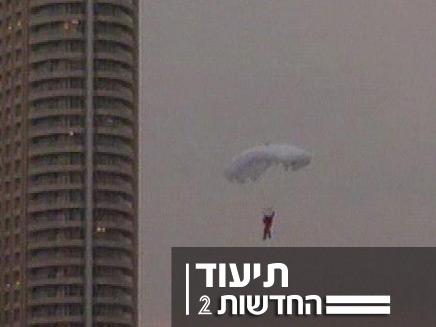 קפיצה מהמגדל הגבוה בעולם (צילום: חדשות 2)
