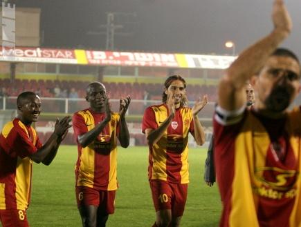שחקני אשדוד מאושרים בסיום המשחק (קובי אליהו) (צילום: מערכת ONE)