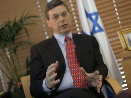 אילון בזמן כהונתו כסגן שר החוץ