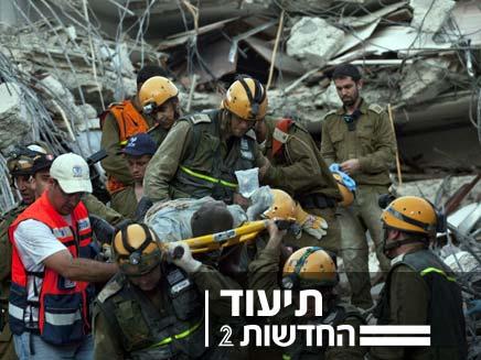 """חילוץ ניצול ע""""י צוות ישראלי בהאיטי (צילום: חדשות 2)"""