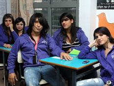 ליטל מעתוק וחברות בכיתה (צילום: אלדד רפאלי)