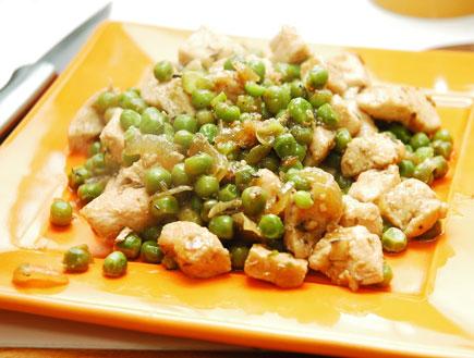 תבשיל עוף ואפונה (צילום: עמרי אנדרס צורף)