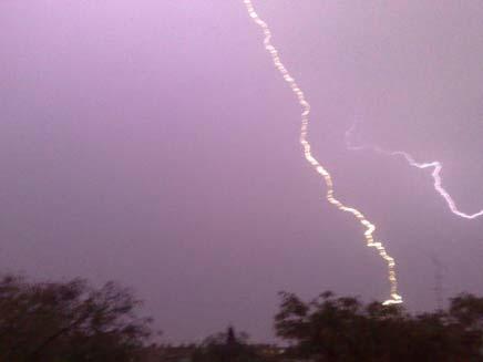 ברקים בבאר שבע (צילום: חדשות 2)