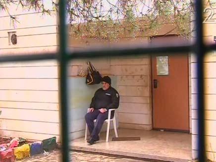 מאבטח (צילום: חדשות 2)
