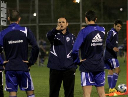איווניר ושחקני הנבחרת הערב באימון (שי לוי) (צילום: מערכת ONE)
