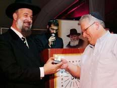 """מיטלמן, מבעלי סטארקיסט בארוחת חב""""ד (צילום: אתר chabad.info)"""