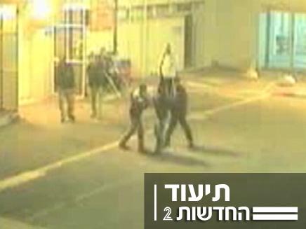 """נתפסו במצלמות אבטחה: שיכורים בבי""""ח פוריה (צילום: חדשות 2)"""