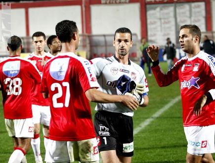 מאיר כהן ושחקני סכנין. נשאר בקבוצה (אמיר לוי) (צילום: מערכת ONE)