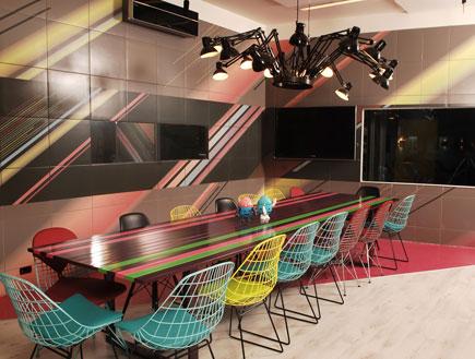 40_שולחן וכסאות בית האח (צילום: אלדד רפאלי-קשת)