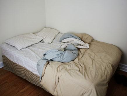 מיטה מבולגנת (צילום: istockphoto)