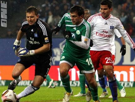 פרנק רוסט מנסה להגיע לכדור (GettyImages) (צילום: מערכת ONE)