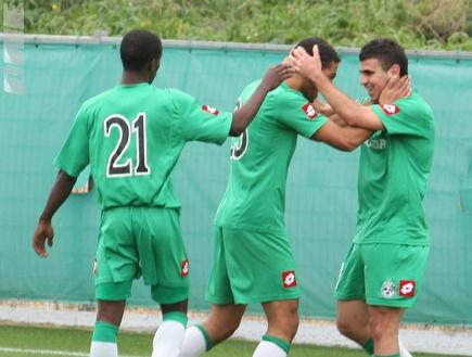 שחקני מכבי חיפה חוגגים את הניצחון (עמית מצפה) (צילום: מערכת ONE)
