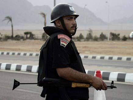 שוטר מצרי (צילום: AP)
