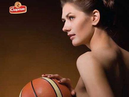 נבחרת כדורסל נשים של בלרוס מצטלמת בעירום (צילום: funtasticus)