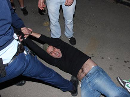 מעצר בשכונת עג'מי (צילום: אתר יאפא אל-יום)
