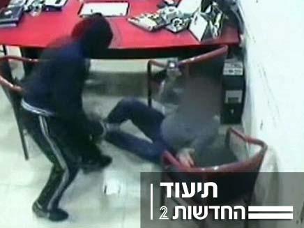 שוד שתועד במצלמה (צילום: חדשות 2)