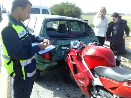 תאונת דרכים בכביש החוף (צילום: גלעד שלמור)