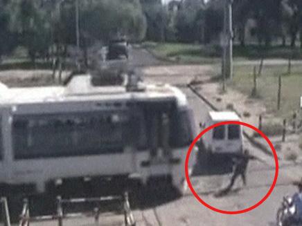 איש שניצל מרכבת דוהרת (צילום: חדשות 2)