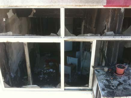 """שריפה בפתח תקווה (צילום: כיבוי אש פ""""ת)"""