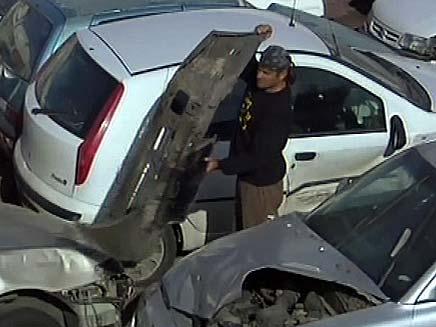 מגרש מכוניות הרוסות (צילום: חדשות 2)