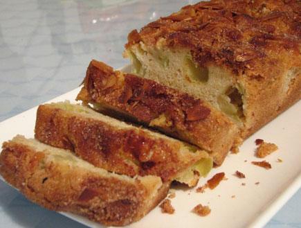 עוגת תפוחים, אגוזי מלך וקינמון (צילום: עוגיו.נט)