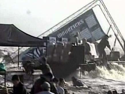 תאונת גלים בקליפורניה (צילום: חדשות 2)