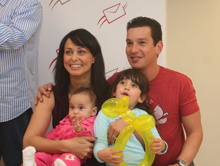 שרון אילון והמשפחה - אירוע בדואר ישראל (צילום: אלעד דיין)