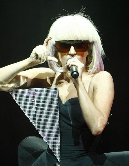ליידי גאגא - משקפי שמש (צילום: Michael Buckner, GettyImages IL)