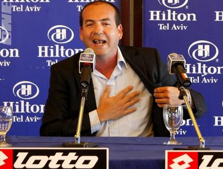 ברקוביץ´ במסיבת העיתונאים הדרמטית (אמיר לוי) (צילום: מערכת ONE)