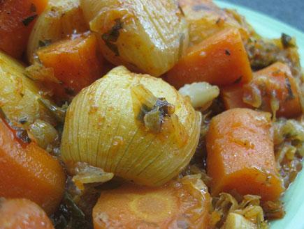 קדירת תפוחי אדמה ובצלצלים (צילום: אוכל מכל הלב)