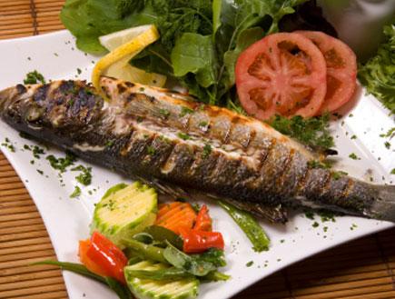 דג אפוי בתנור (צילום: nilgun bostanci, Istock)