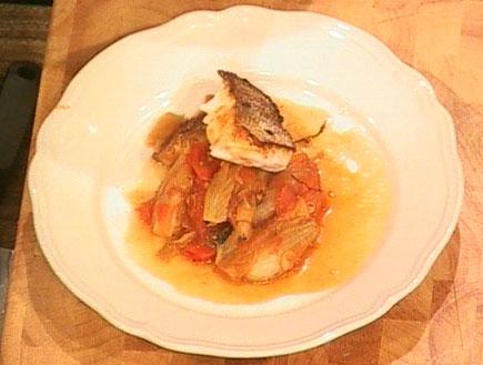 תבשיל דגים עם שומר, עגבניות ופרנו