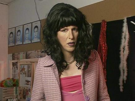 אילן לוקאץ' מחופש לאישה (צילום: חדשות 2)