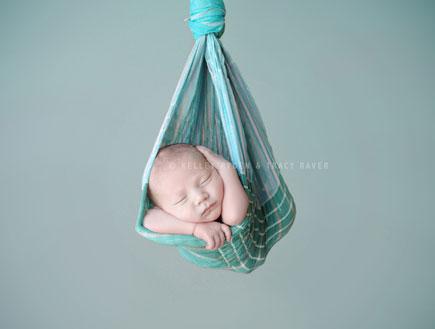 תינוק ישן בערסל (צילום: © Ryden-Raver LLC)