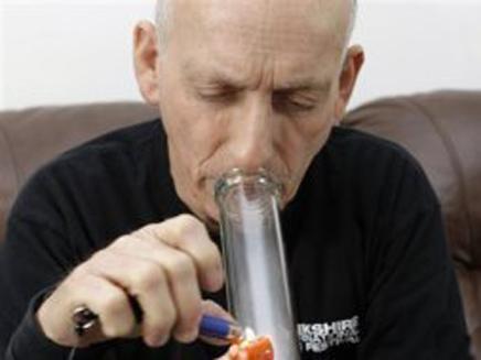 """בעקבות החלטת בג""""ץ: יוכל לעשן בכלא. אילוס (צילום: AP)"""