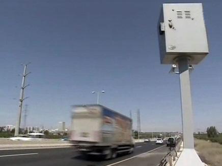 130 זה חוקי. מכמונת מהירות (צילום: חדשות 2)