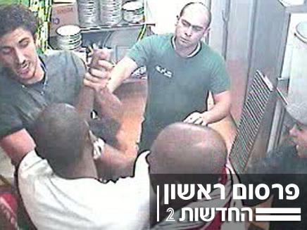 שחקני מכבי ברק נתניה מפעילים אלימות בפיצריה (צילום: מתוך מצלמות האבטחה)