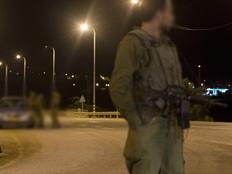 """חיילי צה""""ל סמוך לחברון. ארכיון (צילום: רויטרס)"""