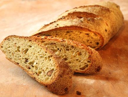 לחם פיסטוק ופולי קקאו (צילום: מסעדת טאטי)