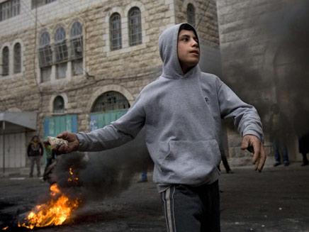 """האם צה""""ל מתעלל בקטינים פלסטינים? (צילום: AP)"""