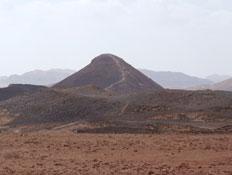 טיולים בנגב: גבעת חרוט במכתש רמון (צילום: ערן גל-אור, מסלולים> להתאהב בארץ מחדש)