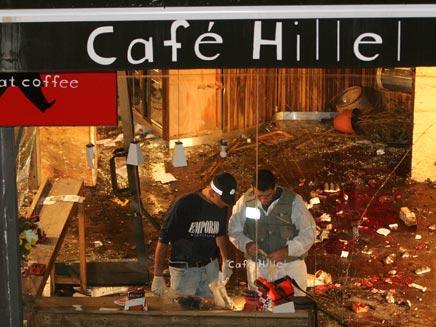 זירת הפיגוע בקפה הלל (צילום: רויטרס)