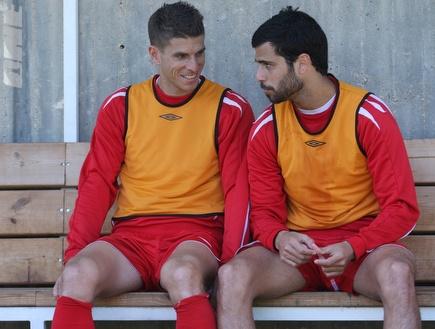 טרטצקי ובן בסט. הקפטן חתם, החלוץ בדרך (עמית מצפה) (צילום: מערכת ONE)