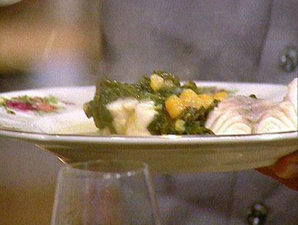 תבשיל לוקוס עם תרד וחומוס