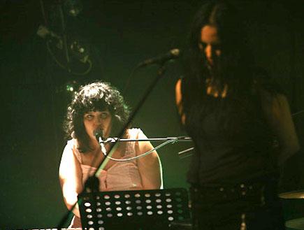 שילה פרבר הופעה 2 עם אביגיל רוז (צילום: נועה מגר)